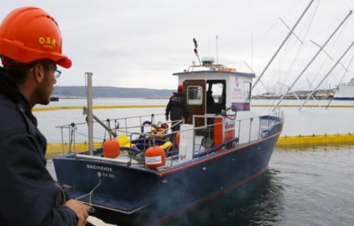 SEAGUARDIAN OIL SPILL RESPONSE VESSEL OIL SPILL RESPONSE SALVGE OPERATIONS 03
